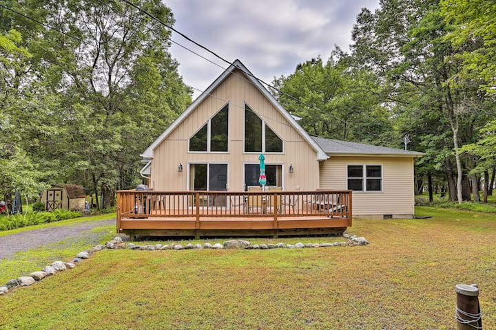 Albrightsville A-Frame w/ Pool Table + Lake Access