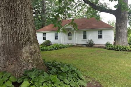 Bush House Estate Guest Cottage - Muncy - House