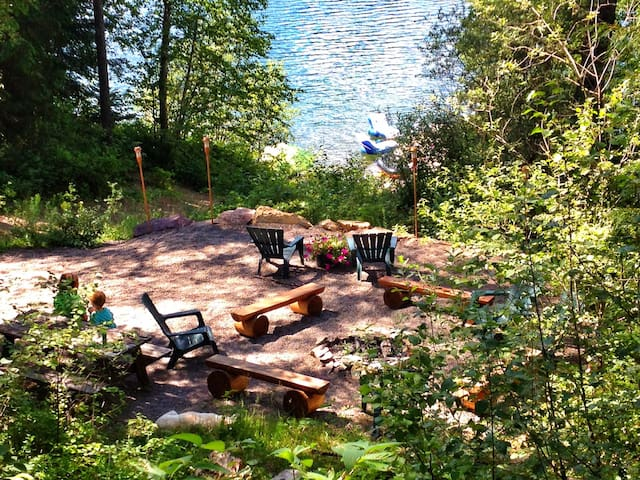 Wonderful fire pit area overlooking the lake
