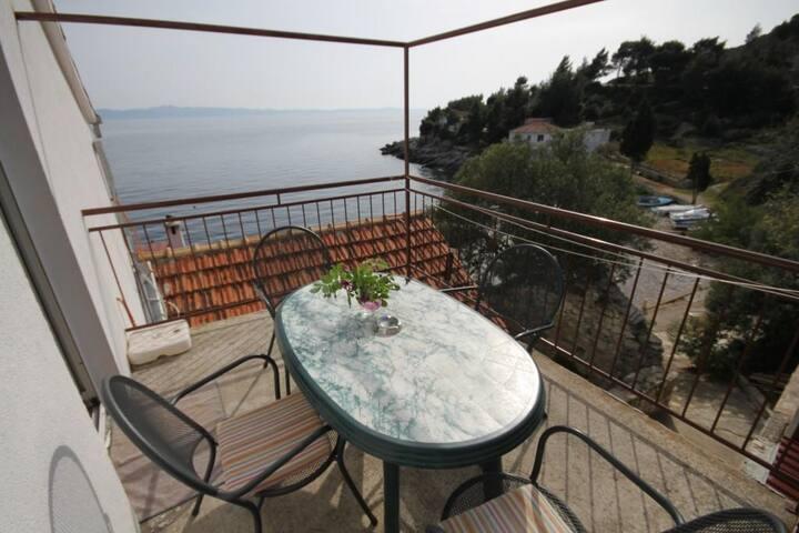 One bedroom apartment near beach Cove Tvrdni Dolac bay - Tvrdni Dolac (Hvar) (A-8703-a)