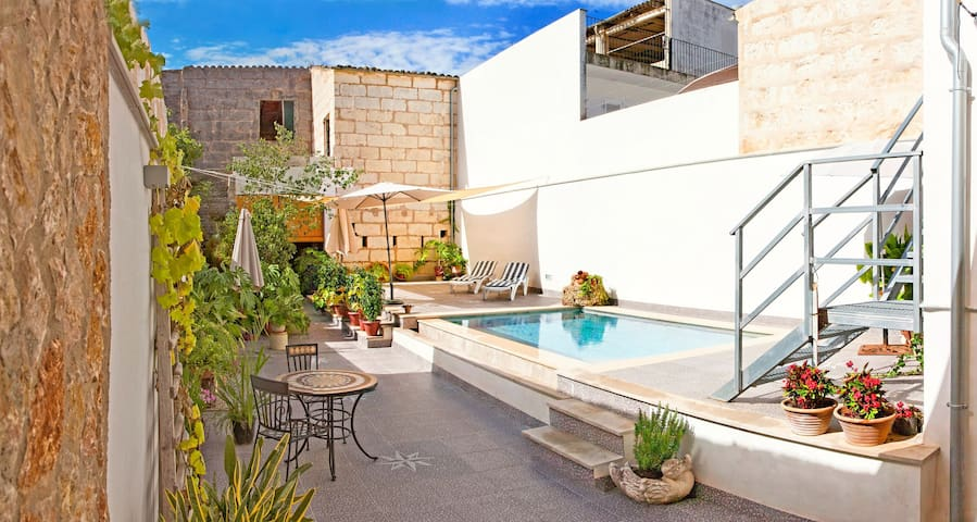 Townhouse with terrace and pool - Casa Can Peret
