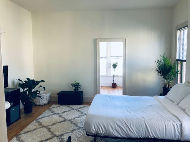 Minimalistic Short North Studio!