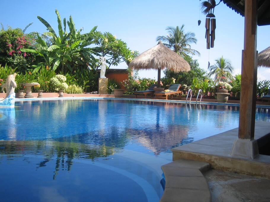 taman burung bayview villas in tropical garden villen. Black Bedroom Furniture Sets. Home Design Ideas
