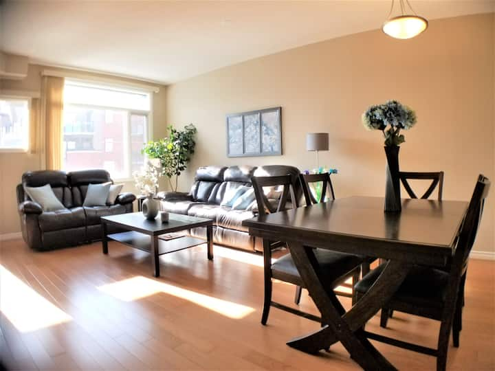 Luxury 2 BDRM Condo in the Heart of Sherwood Park.