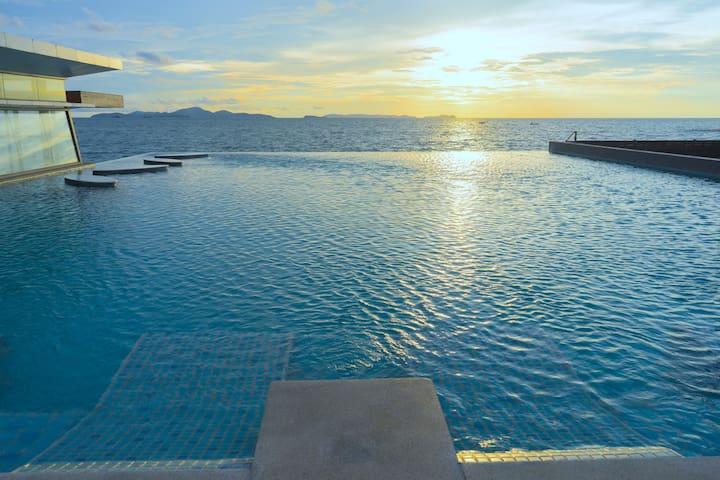 Wonderful beachfront pool access Suite # 3