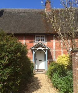 Grade 2 Detached Thatched Cottage - Gussage All Saints - Casa