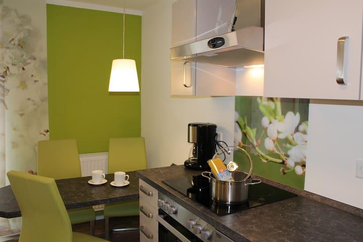 Neue Wohnung im EG mit Terrasse - Burgbernheim - Apartment