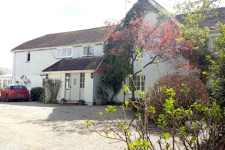 Twin Room, Hawthorn Cottage, Child Okeford - Nr Blandford Forum - Bed & Breakfast