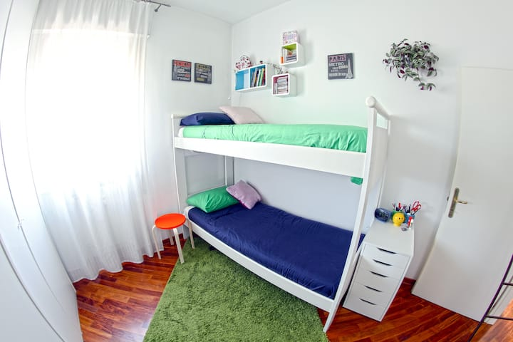 Bunk bed, 10min walk from center