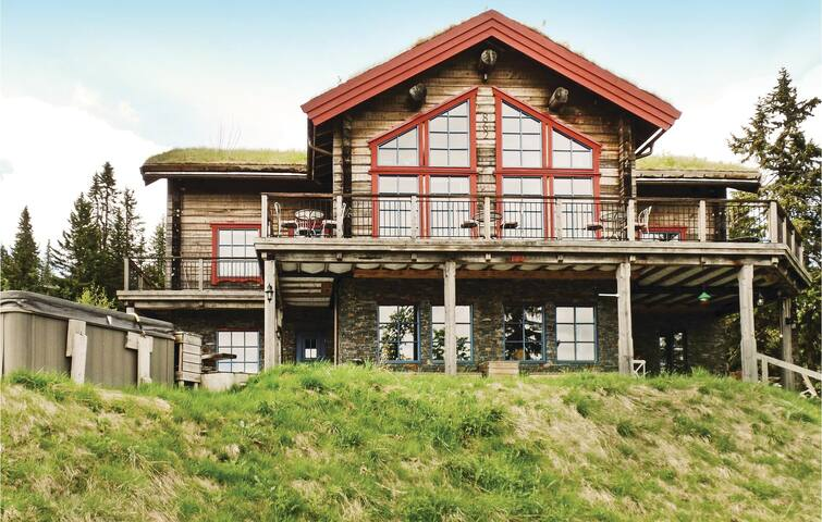 Holiday cottage with 10 bedrooms on 350m² in Trysil