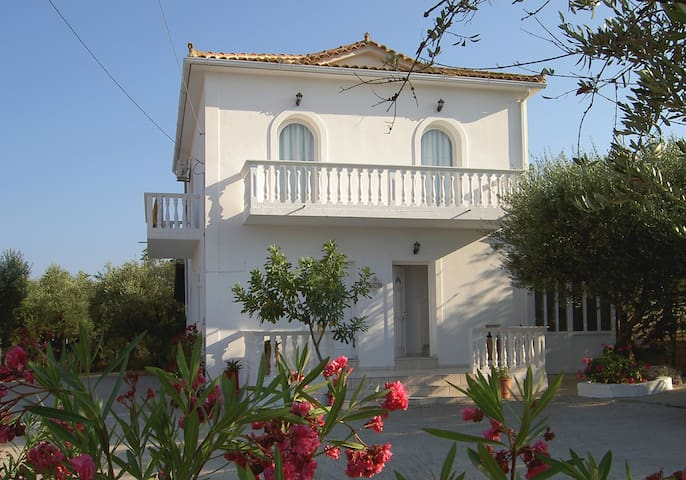 Electra Apartment B&B, shared pool. Beach at 500m. - Zakinthos - Bed & Breakfast