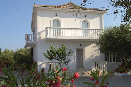 Electra Apartment B&B, 500m from sea. Shared pool. - Zakinthos - Bed & Breakfast