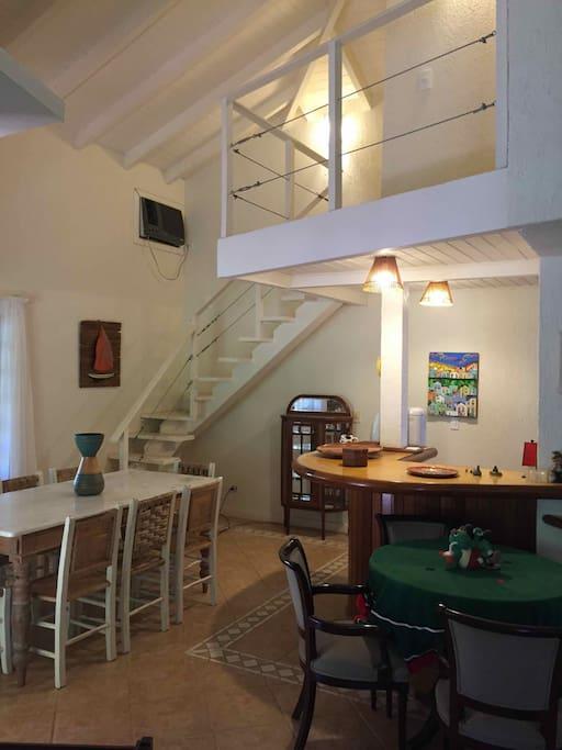 Sala de Jantar e escada para dormitório