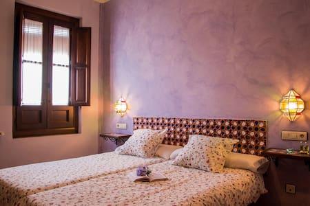 Tranquilidad y buen ambiente - Romilla - Bed & Breakfast