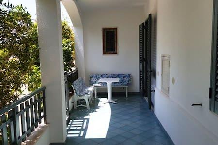 Graziosa villetta Salentina a 50 mt dal mare - Torre San Giovanni