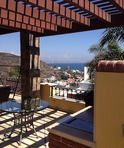A window to Ensenada bay and wine country. - Ensenada - Bed & Breakfast