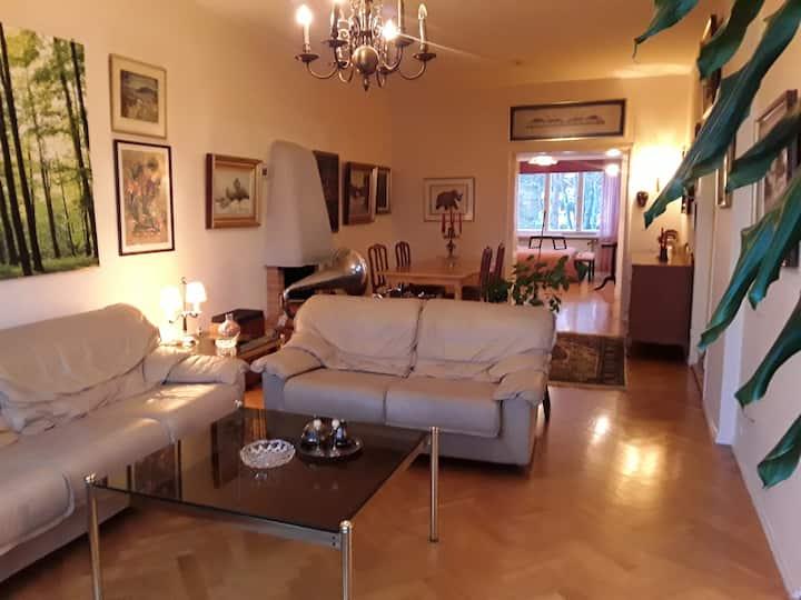 Spacious apartment in Munkkiniemi