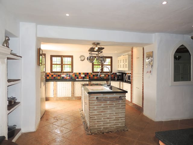 Large Cortijo in Andalucia with large pool Jacuzzi - Riogordo - Rumah