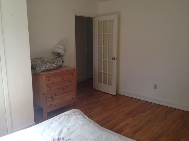 Medical  Professionals - room to  rent