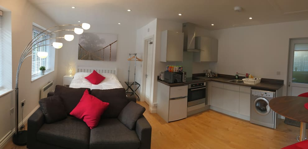 Modern studio apartment in Warfield, Bracknell