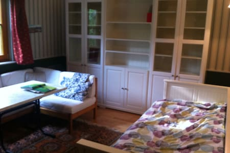 Privatzimmer in Mauerbach - House