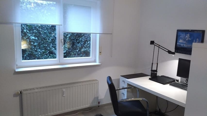 Schönes Zimmer für 1-2 Personen in modernem Haus. - Lauffen am Neckar - Huis