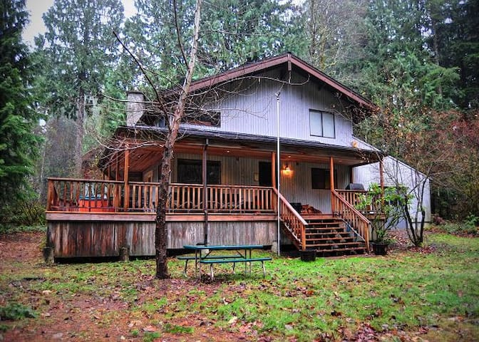 Riverview Retreat-Hot Tub-Wifi View of Sandy River