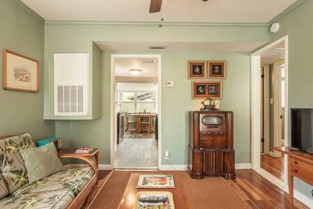 Historic Seminole Heights Vintage Cottage