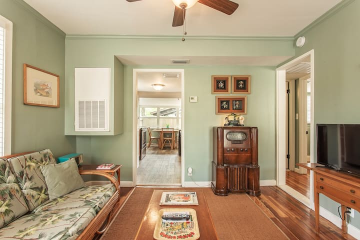 Historic Seminole Heights Vintage Cottage