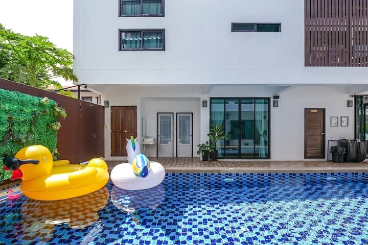 White Home | 9 BR Resort 2 km from Walking Street