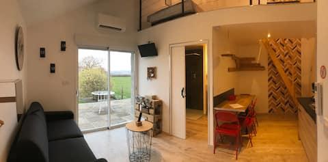 Studio moderne , chaleureux, cadre verdoyant