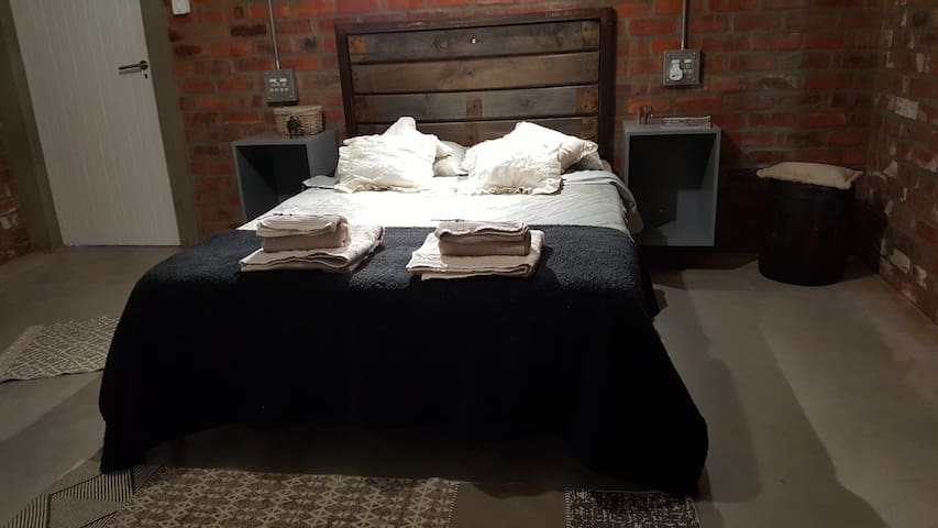 GreenHouse Accommodation - Room 1/private bathroom - Tulbagh - House