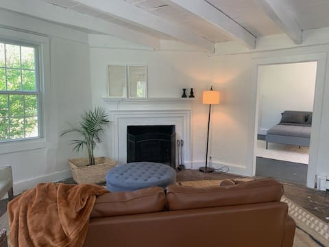 Large One bedroom duplex 20 min from Philly