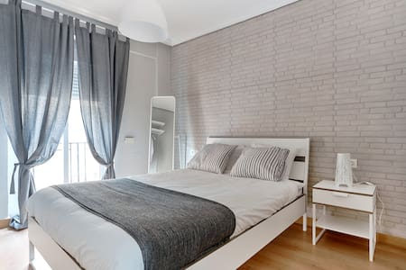 Apartment with 2 rooms, spacious and modern.