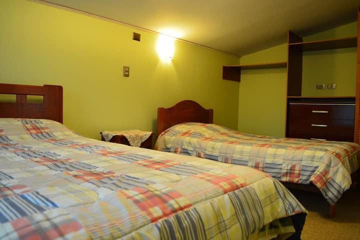 Pieza 2 camas. Hospedaje Familiar, Casa Verde.