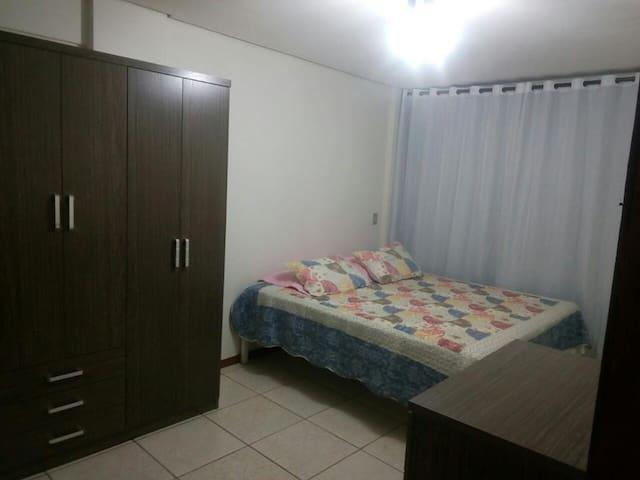 Apartamento mobiliado com cama box mais sofá-cama. - Cascavel - Leilighet