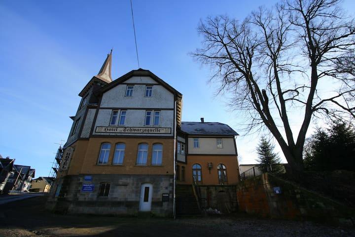 Schwarzaquelle - Scheibe-Alsbach