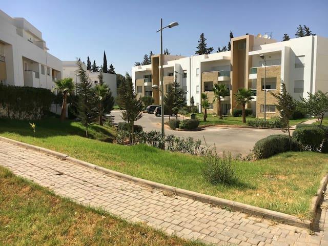appartement au calme avec terrasse et piscine - Fès - Leilighet