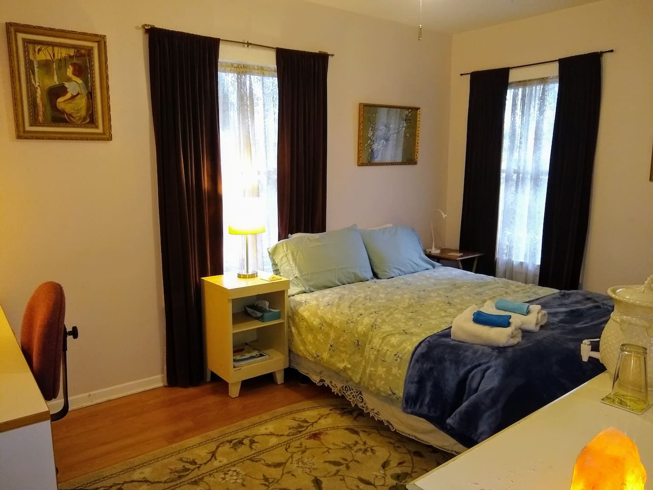 PEACEFUL Front Bedroom, 120 sq ft.  Queen bed with room for additional comfy, twin floor mattress if tight floor space is OK. Large filtered water dispenser on dresser.