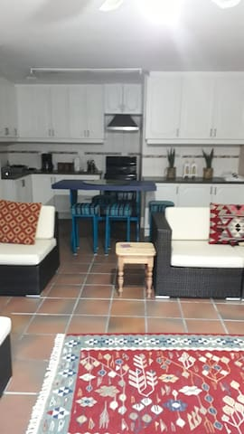 Apartment close to beach, Private Entrance, Garage