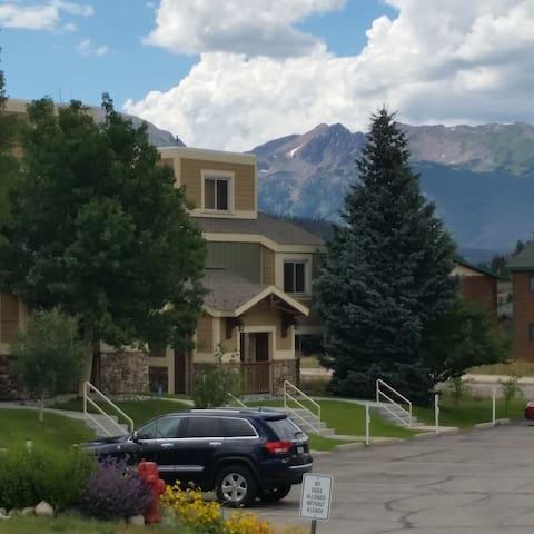Condominium between Dillon and Keystone