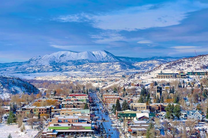 DogFriendly, Spacious Duplex w/Amazing Views, On Bus Route to Mtn, Walk Downtown & to Hiking Trails - Steamboat Springs - Stadswoning