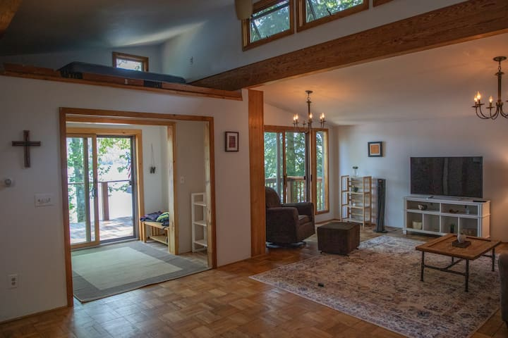 Lake views from anywhere you stand in the main room.
