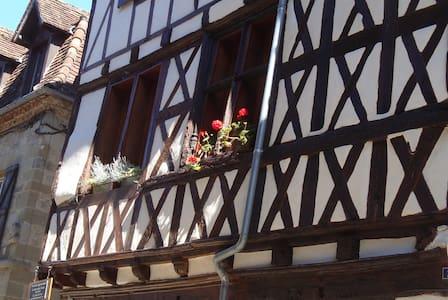 La Dordogne, Charming Beaulieu Apartment - Beaulieu-sur-Dordogne - Pis