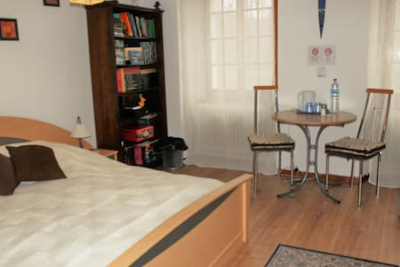 Nice room with breakfast - Vugelles-La Mothe - Guesthouse