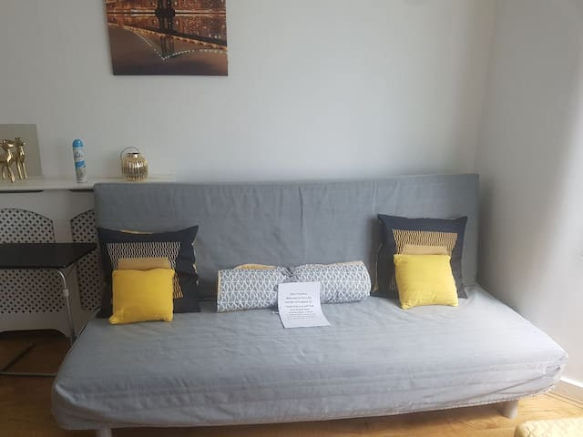 DISCOUNT 2 Bed flat,35 mins train ride  to  London