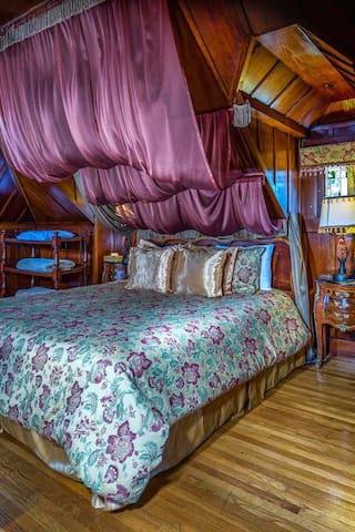 Rose Garden Inn, Standard Queen Room