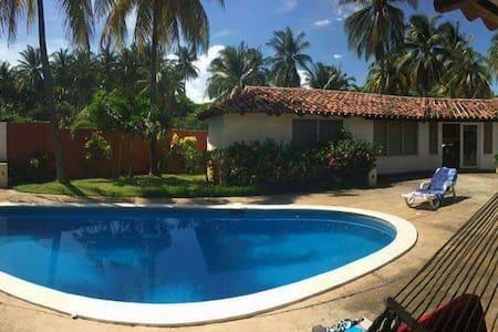 Casa de playa frente al mar - Amatecampo - Villa