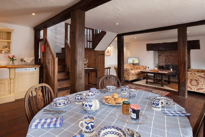 Hutchinghayes Barn in Combe Raleigh - Devon - บ้าน