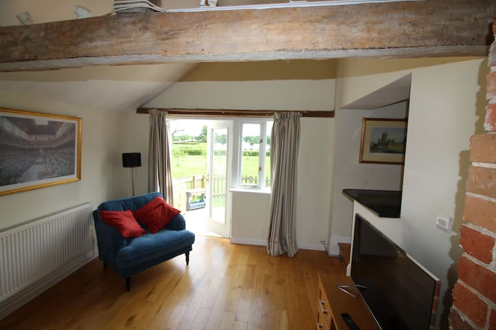 Beautiful Farm located cottage  Mortimer